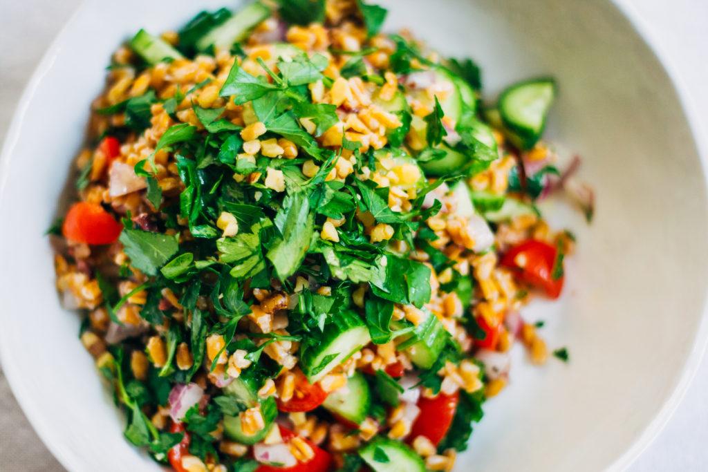 Greek Farro Salad w/ Kalamata Olive Vinaigrette   Well and Full   #vegan #recipe