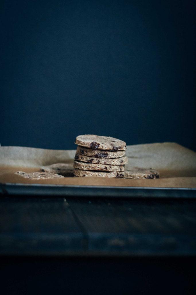 Raw Vegan Chocolate Chip Cookies | Well and Full | #raw #vegan #recipe