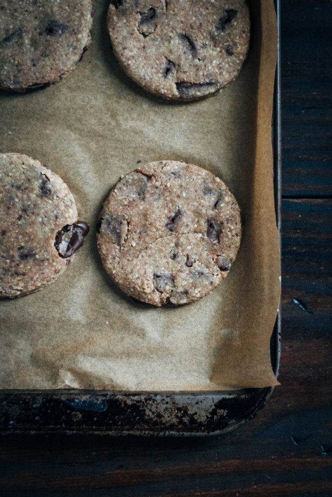 Raw Vegan Chocolate Chip Cookies | Well and Full | #raw #vegan #recipe