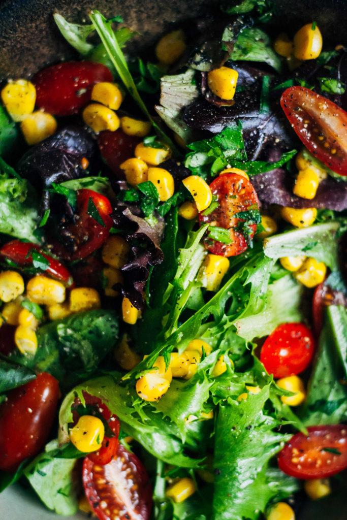Summer Garden Salad w/ Sweet Corn, Tomatoes + Herbs   Well and Full   #vegan #salad #recipe