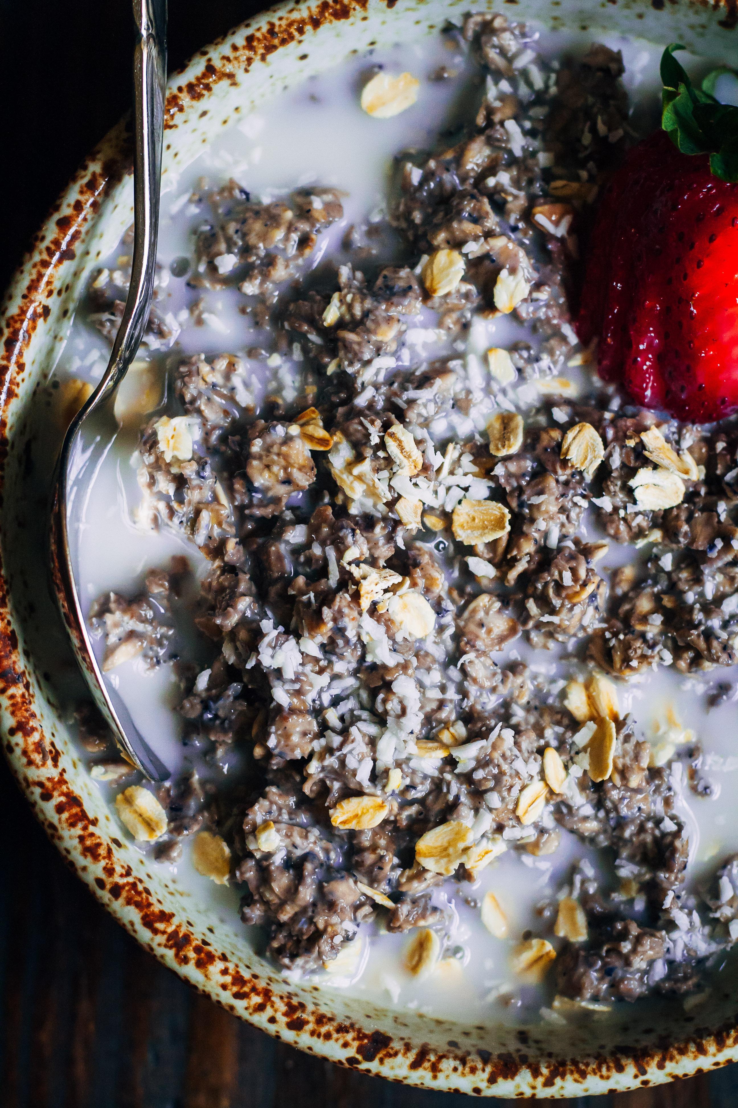 Blueberry Overnight Oats | Well and Full | #vegan #oats #recipe