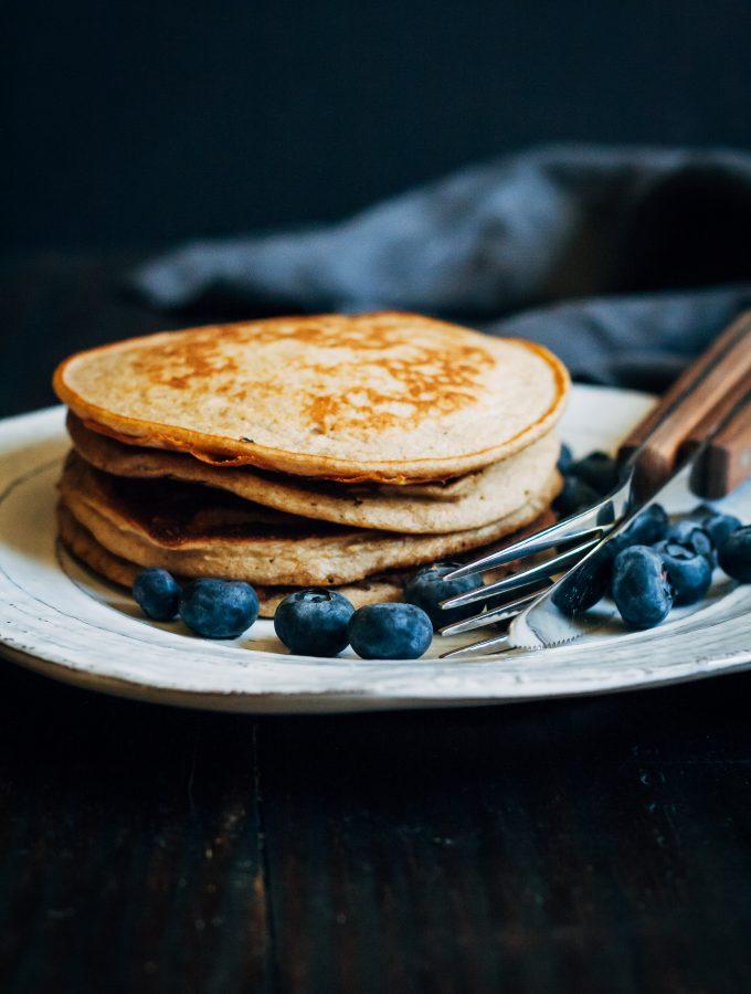 Vegan Banana Pancakes   Well and Full   #vegan #pancakes