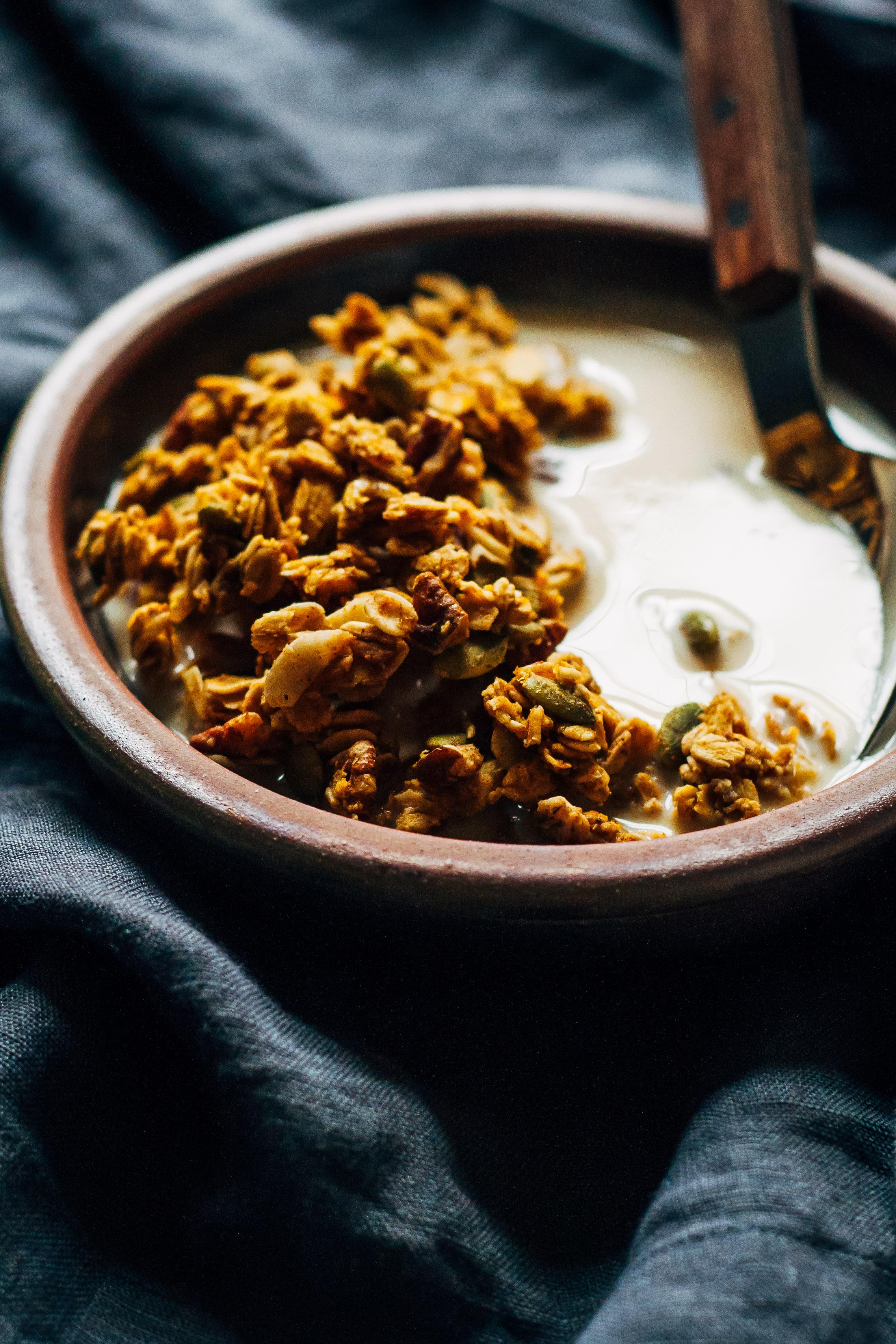 Pumpkin Spice Granola | Well and Full | #vegan #pumpkin #spice #granola