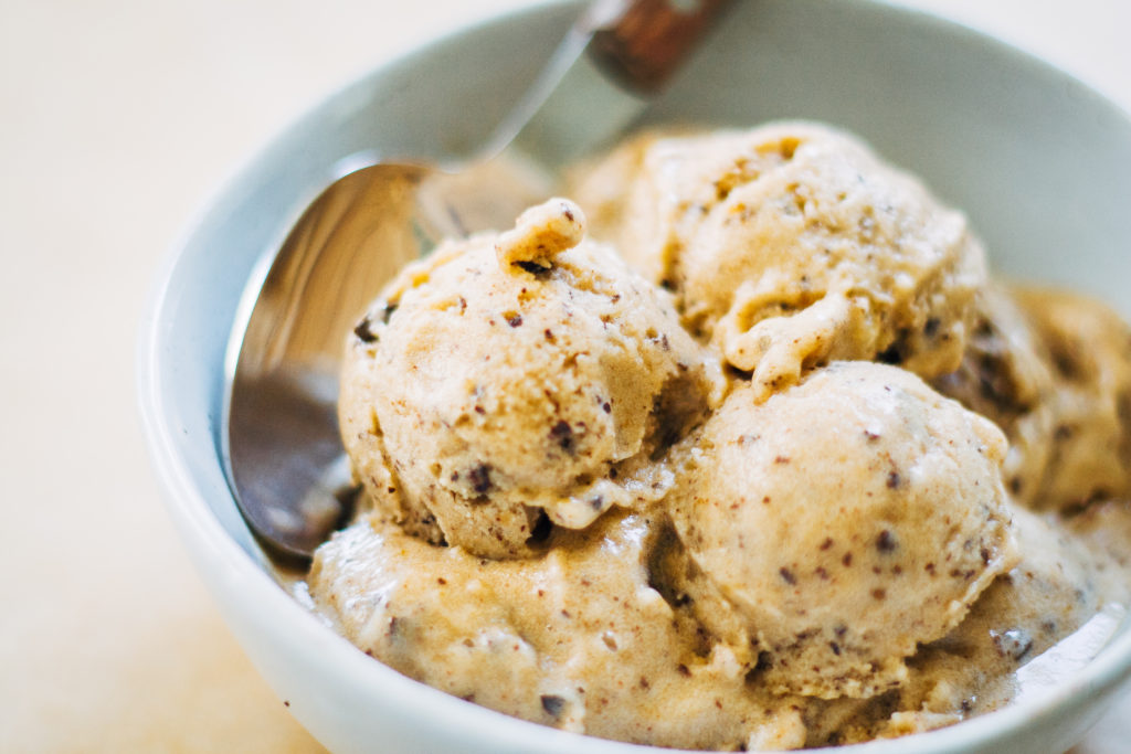 Best Easy Vegan Recipes - Mocha Chip Banana Ice Cream| Homemade Recipes http://homemaderecipes.com/course/breakfast-brunch/vegan-recipes