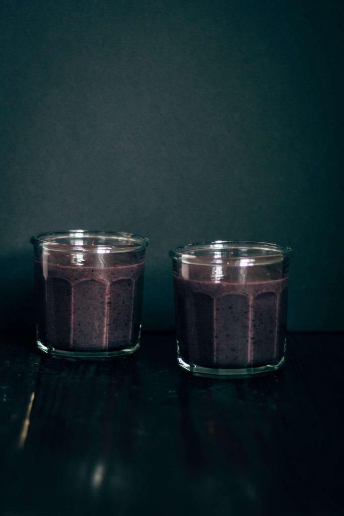Sunday Sutra: Third Eye Chakra Smoothie | Well and Full | #vegan #yoga #recipe