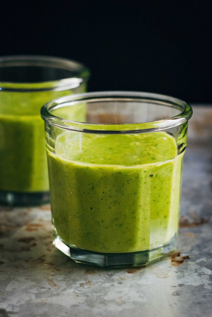 A Simple Green Vegan Smoothie | Well and Full | #vegan #recipe