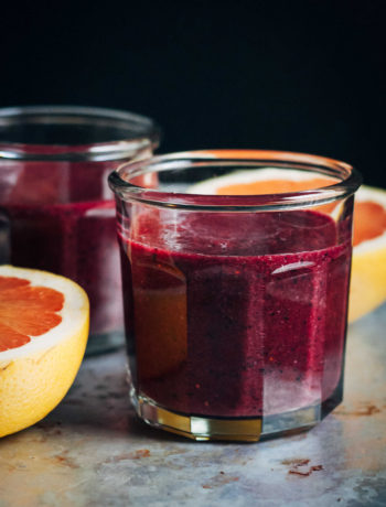 Superfood Detox Smoothie | Well and Full | #vegan #superfood #detox #smoothie