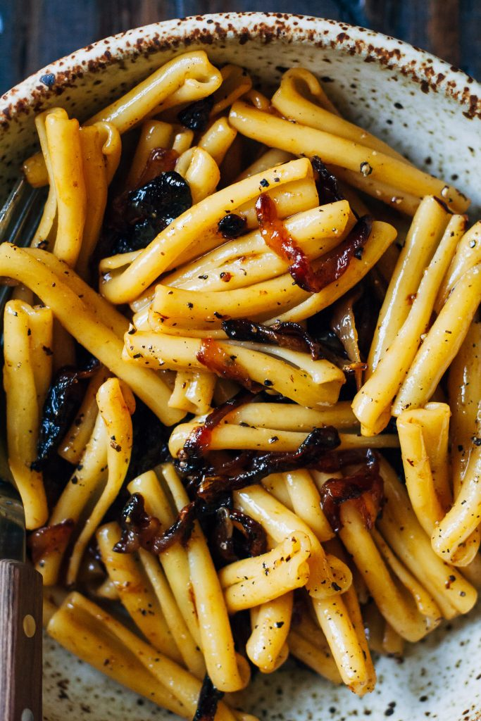 Caramelized Onion Pasta | Well and Full | #vegan #pasta #recipe