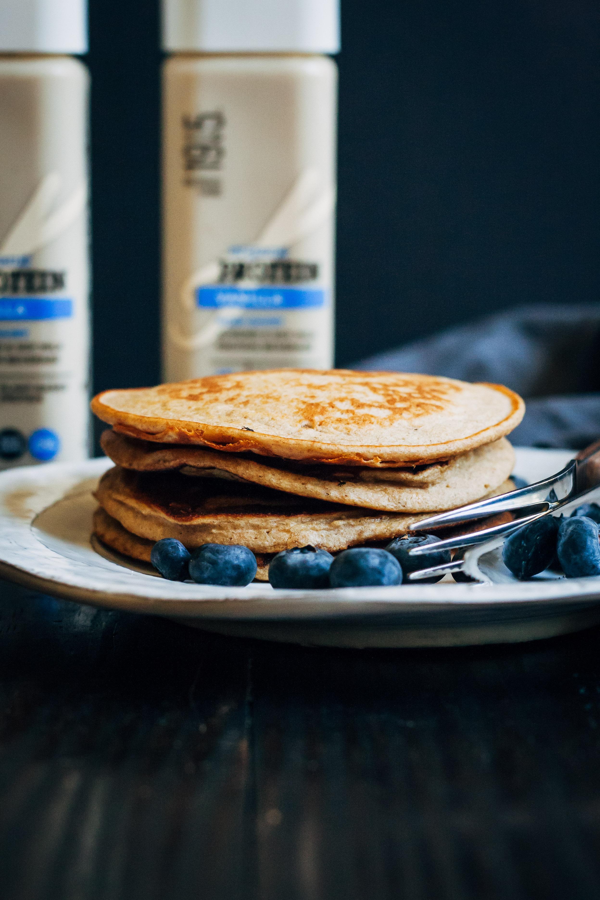 Vegan Banana Pancakes | Well and Full | #vegan #pancakes