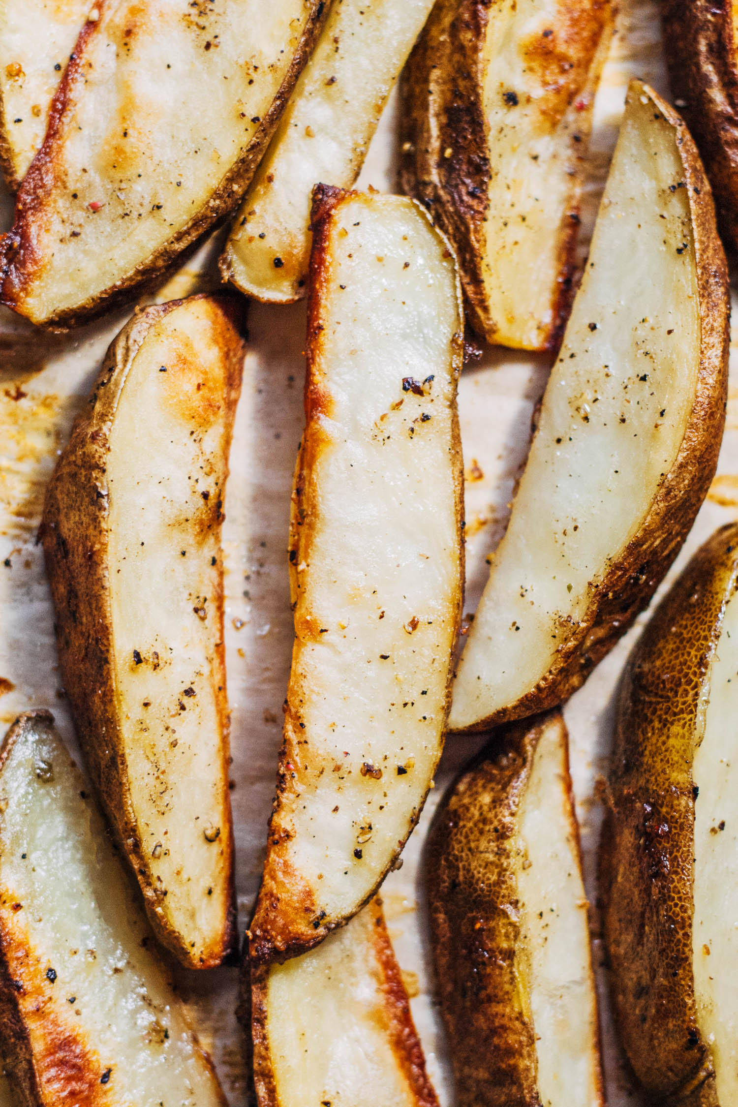 Salt and Pepper Potato Wedges   Well and Full   #healthy #vegan #recipe