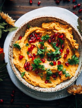 Vegan Holiday Hummus | Well and Full | #vegan #christmas #thanksgiving #appetizer