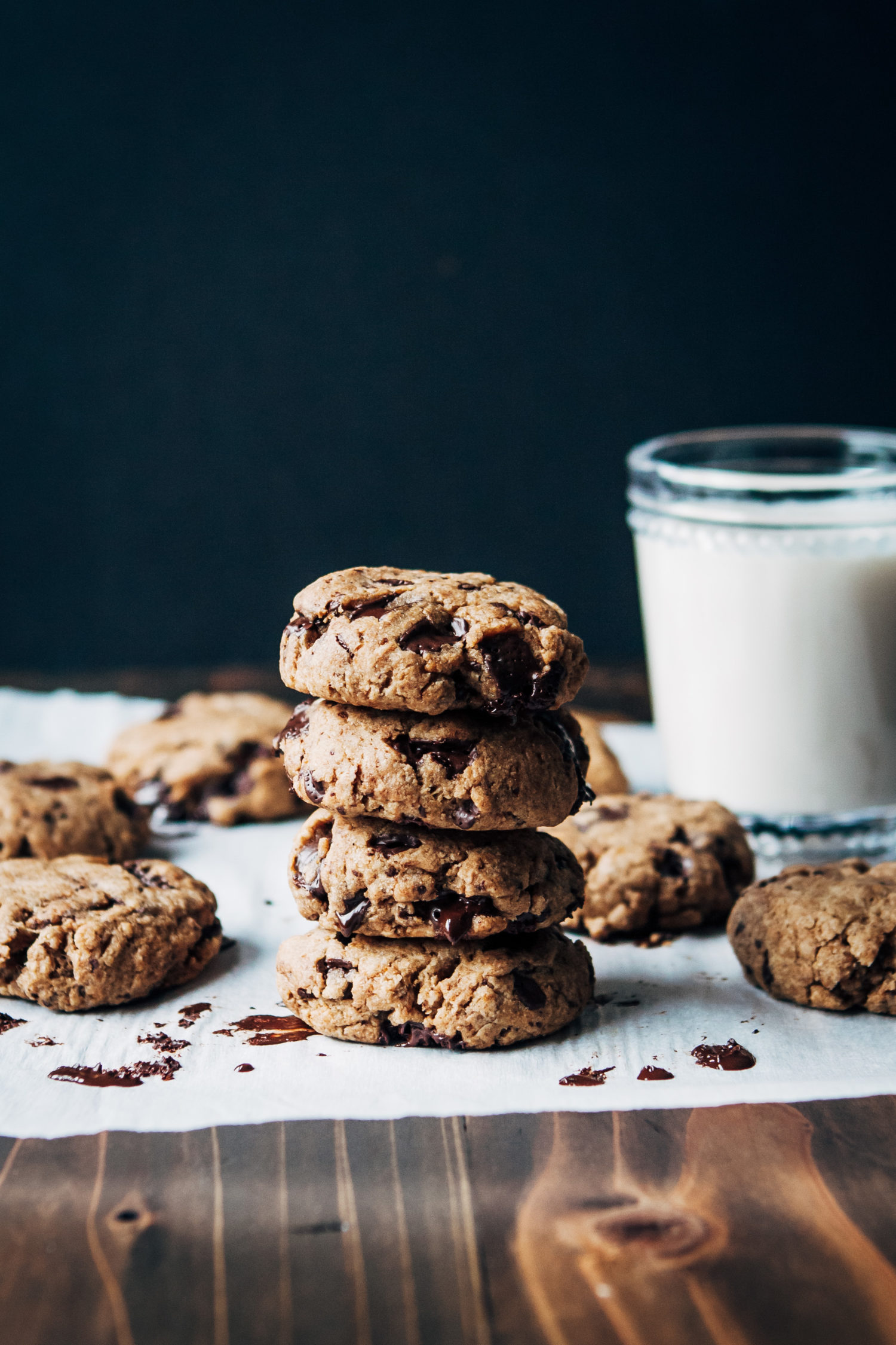 Vegan Chocolate Chip Cookies | Well and Full | #vegan #dessert #cookies