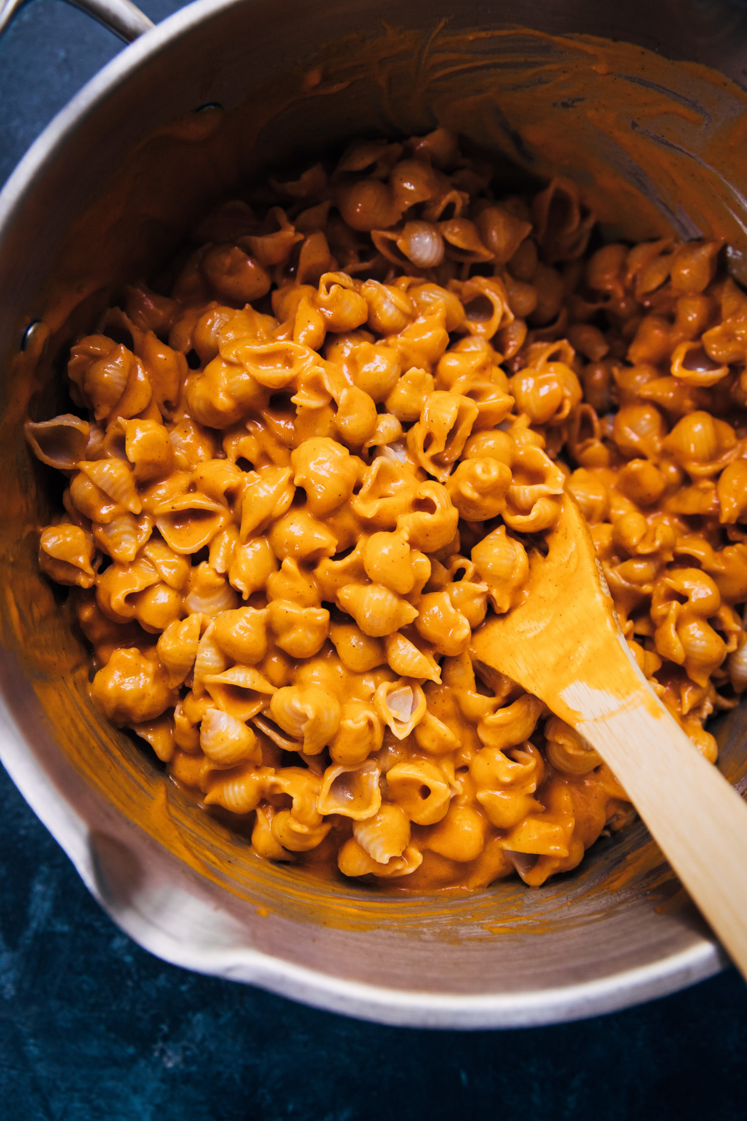 Spicy Vegan Mac and Cheese | Well and Full | #vegan #recipe