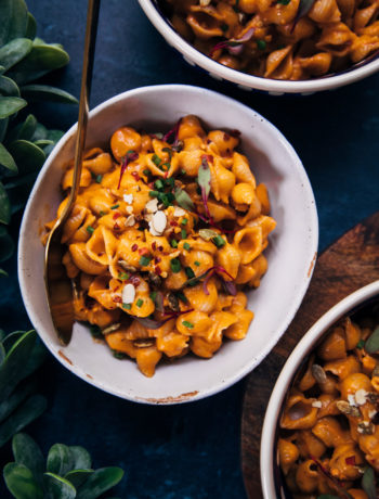Spicy Vegan Mac and Cheese | Well and Full | #vegan #recipe