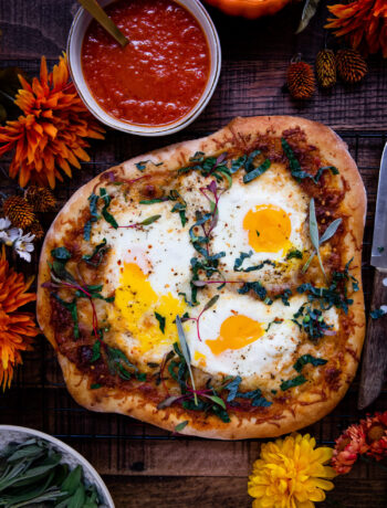 Vegetarian Pumpkin Breakfast Pizza | Well and Full | #vegetarian #fall #recipe